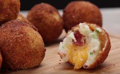 Loaded Cheese Stuffed Mashed Potato Balls, substitute bacon and you got a yummy vegetarian appetizer! Bacon Frit, Cheddar, Loaded Mashed Potatoes, Fried Mashed Potatoes, Mashed Potato Patties, Good Food, Yummy Food, Potato Dishes, Appetizer Recipes