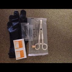 Tongue piercing kit 2 gloves, 2 16 gauge needles, 2 alcohol pads, 1 clamp and a 1 jewelry (look in pictures) if no choice made will be sent at random Jewelry Earrings