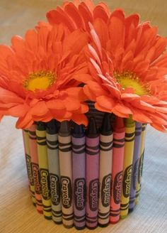 Back To School Decorating Ideas — Savings Lifestyle tells you how to attach crayons to a tin can to make a pretty vase. Crayon Decorations, School Decorations, School Themes, Cute Teacher Gifts, Teacher Appreciation Gifts, Fun Crafts, Crafts For Kids, Crayon Crafts, Crayon Art