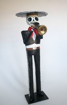 Mariachi trompetista catrina papel mache