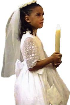 Su Mamá tuvo el honor que su hija, luciera el mismo vestido en su primera comunión.¡ gracias a www.specialty.mx