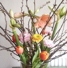 Vazen vullen Shabby Chic Flowers, Happy Flowers, Fake Flowers, Beautiful Flowers, Flower Power, My Flower, Flower Vases, Rose Bush Care, Jungle Flowers