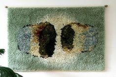 Ryijy sopii trendikotiin, usko tai älä - Koti - Helsingin Sanomat Rya Rug, Wool Rug, Floor Rugs, Art Inspo, Wall Tapestry, Scandinavian, Weaving, Textiles, Step Inside