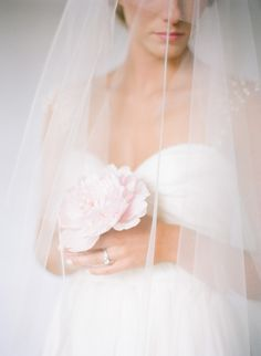 photo ali harper/flowers amy osaba/hair + makeup claudia mejerle/dress + veil the sentimentalist