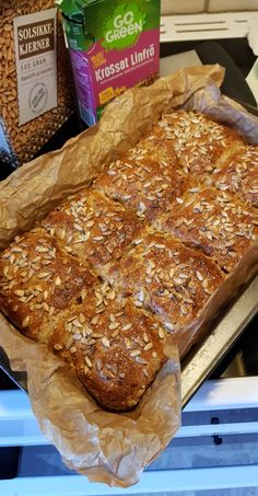astridkokk – Grovt matpakkebrød i langpanne Bread Recipes, Cake Recipes, Cooking Recipes, Buttermilk Fried Chicken, Bread Cake, Cheese Bread, Ricotta, Tapas, Banana Bread