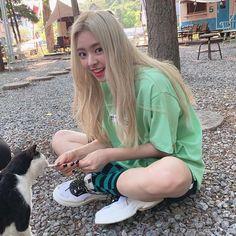 Kpop Girl Groups, Korean Girl Groups, Kpop Girls, Cool Girl, My Girl, Blonde Asian, Prity Girl, Kdrama Actors, Jennie Blackpink