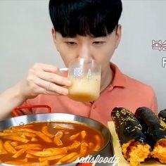 Mukbang Korean, Korean Food, Tiny Cooking, Food Vids, Funny Prank Videos, Cute Lesbian Couples, Asmr Video, Oddly Satisfying, Love Food