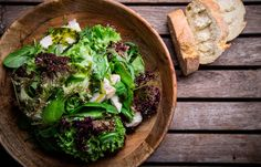 Σαλάτα ανάμεικτη με ψητό κοτόπουλο και βασιλικό Seaweed Salad, Lettuce, Cabbage, Vegetables, Cooking, Ethnic Recipes, Food, Kitchen, Essen