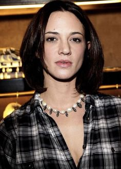 Asia Argento Medium Straight Cut - Asia Argento looked fresh with her medium length hair down at the opening day of Guru Flagship store. Beautiful Italian Women, Amazing Women, Child Actresses, Actors & Actresses, Asia Argento, Italian Actress, Models, Straight Cut, Down Hairstyles