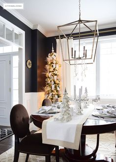 HOLIDAY HOME SHOWCASE 2016 | Join me on my Christmas Home Tour along with a fabulous group of bloggers for endless seasonal inspiration and decorating and entertaining tips!