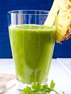 Smoothie aus Banane, Avocado, Spinat, Ananas und Petersilie Rezept