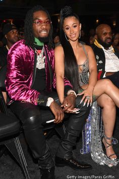 Offset & Cardi B ❤ Rap group Migos' member Offset liked it a lot that he put a ring on it! Offset proposed to Cardi B at Power 99fm's #PowerHousePhilly event last night. Cardi B was told that it was time for her to go on stage but she got confused as it was not supposed to be her time. When she got on stage, she saw Migos performing (Migos was supposed to perform after her). #Cardi B #Migos