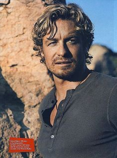 Just when you thought he couldn't look any better Simon Baker - simon-baker Photo