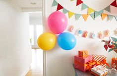 Create eye-popping displays with Command™ Party Balloon Bunchers and Banner Anchors.