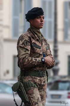 Italian Army soldier image - Females In Uniform (Lovers Group)
