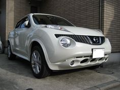 Nissan Juke with trim painted white