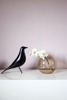 Vitra Bird and soft pink | #connox #beunique
