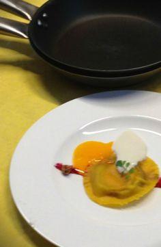 Ravioli all'uovo ripieni di foiesgras e nocciola con salsa leggera al parmigiano - Chef Michael Goran Amnegard