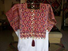 Huipil tzotzil, San Andrés Larráinzar, Chiapas. México. Iquiti Textiles Mexicanos.
