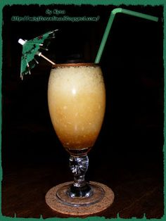 Ce si cum mai gatim: Amaretto Piña sin colar Hurricane Glass, Beverages, Cooking Recipes, Cakes, Tableware, Dinnerware, Cake Makers, Lantern, Chef Recipes
