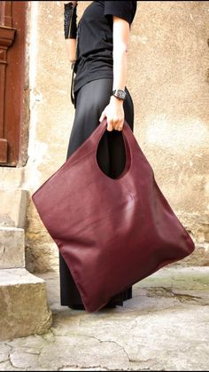 NEW Leather Bordeaux Bag / High Quality Tote Asymmetric Large Bag by AAKASHA NEUE Leder Bordeaux Tasche / hochwertige Tote asymmetrische große Tasche von AAKASHA ♥ is it easy to be your favorite ♥ is it … - Large Handbags, Purses And Handbags, Burgundy Bag, Sacs Design, Black Leather Backpack, Leather Bags, Leather Backpacks, Leather Wallet, Big Bags