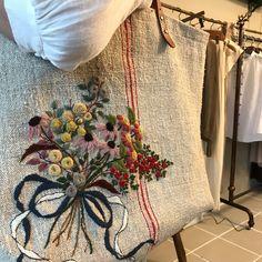 #햄프가방 #햄프린넨 #hendmade #needlework #embroidery #프랑스자수 #쇼퍼백 #자수타그램 #햄프자수가방