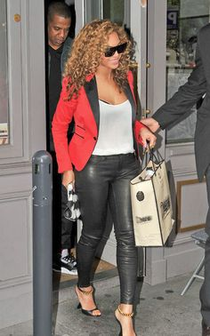 Photogs Catch Beyonce Shopping w/ Hubby, Jay-Z in Paris
