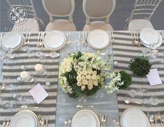 #Bariolés #table #mesa #mantel #copas #lino #flores #sillas #tablesetting #DecoracionBodas #WeddingIdeas #WeddingTrends #manteleria #servilletas