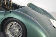 アストンマーティン、「V12 スピードスター」を予告。88台のみのオープン2シーターは2020年後半に発表   Aston_Martin_V12_Speedster_010812-min   8枚目の写真 (全19枚)   GENROQ Web(ゲンロク ウェブ) Aston Martin Dbr1, Green