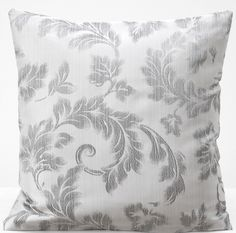 Elegancka biała poszewka na poduszkę z szarym ornamentem