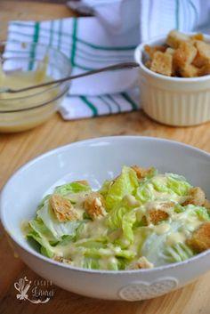Salata Caesar, un clasic gastronomic, simplu si fresh - Casuta Laurei Cold Vegetable Salads, Recipe Maker, Dressing, Pasta, Cooking Recipes, Healthy Recipes, I Want To Eat, Smoothie Recipes, Potato Salad