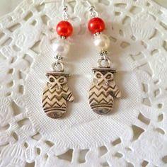 Boucles d'oreilles moufles et perles rouge et blanche