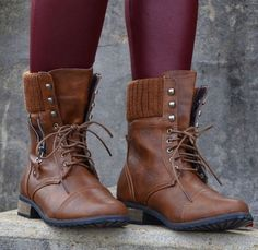 Image via We Heart It https://weheartit.com/entry/85052331/via/13802995 #boots #chic #classy #combatboots #fashion #style #tights #ootd