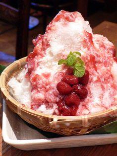 shaved ice with strawberry syrup & milk 東京:広尾「船橋屋こよみ」 自然素材 かき氷 いちごミルク