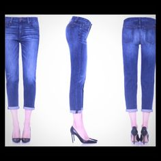 """Joe's Easy Fit Straight Leg Jeans Excellent condition.  Easy fit, straight leg, slight whiskering at hips, one hem is slightly frayed as shown in picture above.  Approx measurements laying flat:  waist 16"""", hips 19, front rise 8.5"""", back rise 13"""", leg opening 7"""". Joe's Jeans Jeans Straight Leg"""