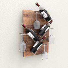 Dit fraaie wandrek blinkt uit in eenvoud. Een eikenhouten achterplaat is voorzien van ijzerdraad flessenhouder. Een waar kunststuk en een eyecatcher inje interieur.