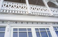 Nydelige detaljer Garage Doors, Outdoor Decor, Content, Home Decor, Decoration Home, Room Decor, Home Interior Design, Carriage Doors, Home Decoration