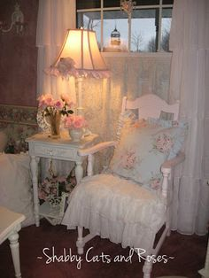 Shabby Cats and Roses: Pink Roses and Goodwill Find #shabbychic