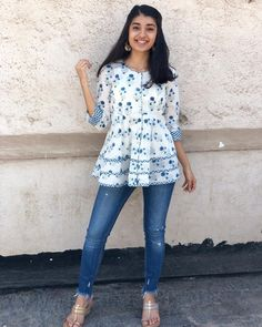 Casual College Outfits, Casual Fall Outfits, Short Kurti Designs, Pakistani Fashion Casual, Clothing Hacks, Short Tops, Up Girl, Blouse Designs, Indian Ethnic
