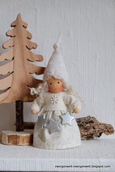Weihnachtsfiguren - Blumenkind Winterwichtelchen Eiskristallkind - ein Designerstück von Zwergenwelt bei DaWanda