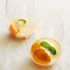 Prosecco-Poached Apricot Zabaglione [prosecco is an Italian white wine] Fruit Recipes, Gourmet Recipes, Healthy Recipes, Zabaglione Recipe, Italian White Wine, Good Food, Yummy Food, Fun Food, Specialty Foods