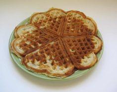 Perinteiset vohvelit - Resepti | Kotikokki.net Waffles, Breakfast, Sweet, Food, Life, Morning Coffee, Candy, Essen, Waffle