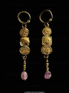 (Spain) Visigoths two gold pendants from Puente Gentil. ca century CE. Heart Jewelry, Jewelry Art, Jewelry Gifts, Gold Jewelry, Jewelry Accessories, Jewelry Design, Medieval Jewelry, Ancient Jewelry, Antique Jewelry