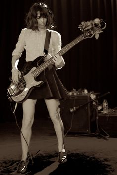 Paz Lenchantin (A Perfect Circle & The Pixies) Guitar Girl, Rock N Roll, Paz Lenchantin, Pixies Band, Bass Guitar Lessons, Women Of Rock, Female Guitarist, A Perfect Circle, Body Poses