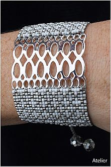 Stunning Bracelet in Grey and White Beads with Silver (medium)