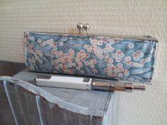 Pochette Ecigarettes vapoteuse - cerisiers du japon : Autres sacs par dentelles-et-fanfreluche