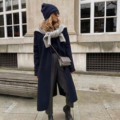Lydia Tomlinson - Daily Style (@lydiajanetomlinson) • Photos et vidéos Instagram Yves Saint Laurent, Boyish Style, Daily Fashion, Capsule Wardrobe, Coat, Winter, Daily Style, How To Wear, Pants