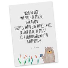 Postkarte Otter mit Stein aus Karton 300 Gramm