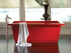 Modern tubs and showers by Aquatic.