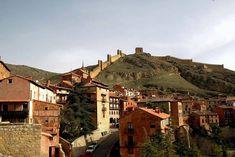 Los 14 pueblos de montaña más bonitos de España Cabin, Mansions, House Styles, Travel, Home Decor, Valencia, Planes, Adobe, Earthy